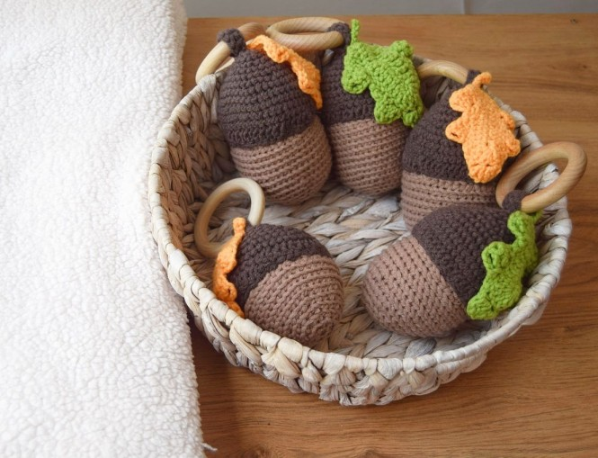 """Teether-Rattle """" Forest acorn """""""